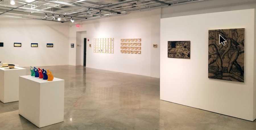 """Vista de la exposición """"Estéticas migratorias"""", en la galería de la George Mason University, Washington D.C, 2019. Cortesía: RoFA Projects"""