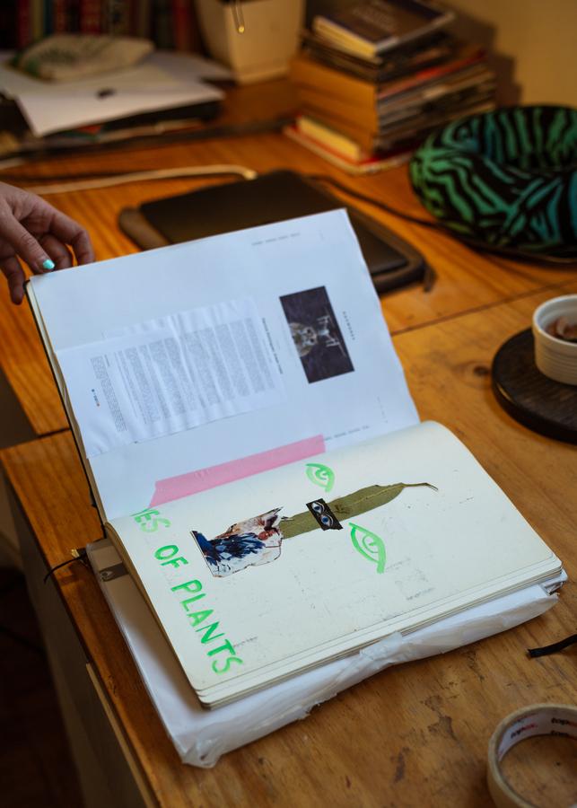 Apuntes de trabajo de Patricia Domínguez. Foto: Felipe Ugalde