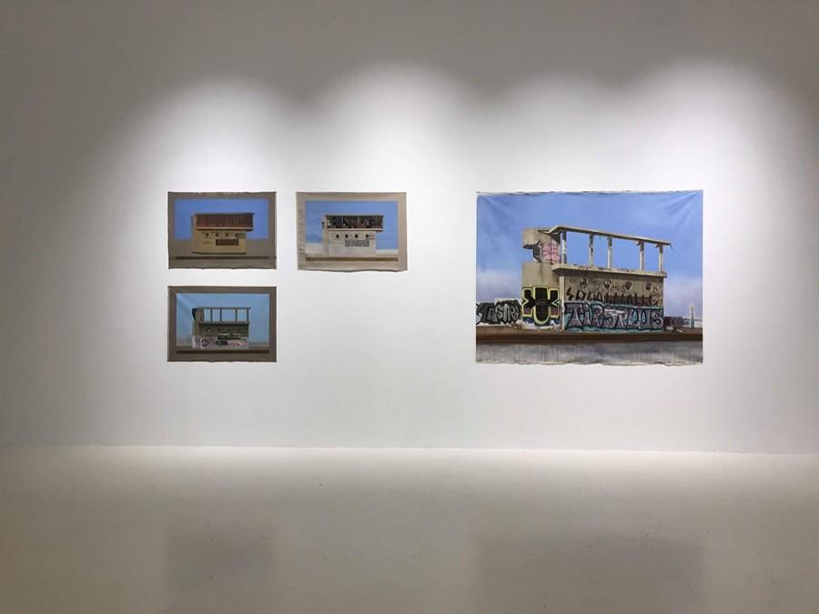 """Vista de la exposición """"Nuevas Ruinas / Postales de mi derrota"""", de Paz Castañeda, en el Parque Cultural Valparaíso, Chile, 2019. Foto cortesía de la artista"""