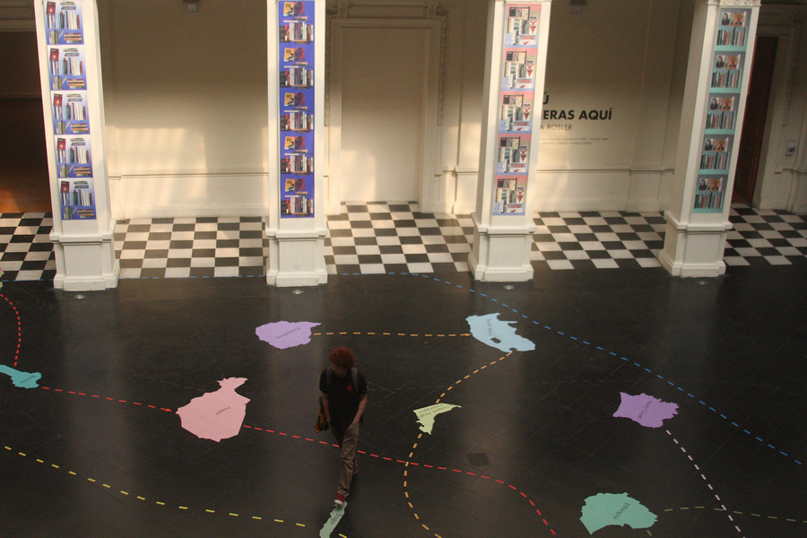 """Vista de la exposición """"Si tú vivieras aquí"""", de Martha Rosler, en el Museo de Arte Contemporáneo (MAC), Santiago de Chile, 2019. Foto: Pablo Troncoso"""