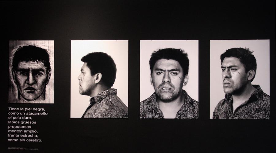 """Obra de Alvaro Oyarzún. Vista de la exposición """"Si tú vivieras aquí"""", de Martha Rosler, en el Museo de Arte Contemporáneo (MAC), Santiago de Chile, 2019. Foto: Pablo Troncoso"""