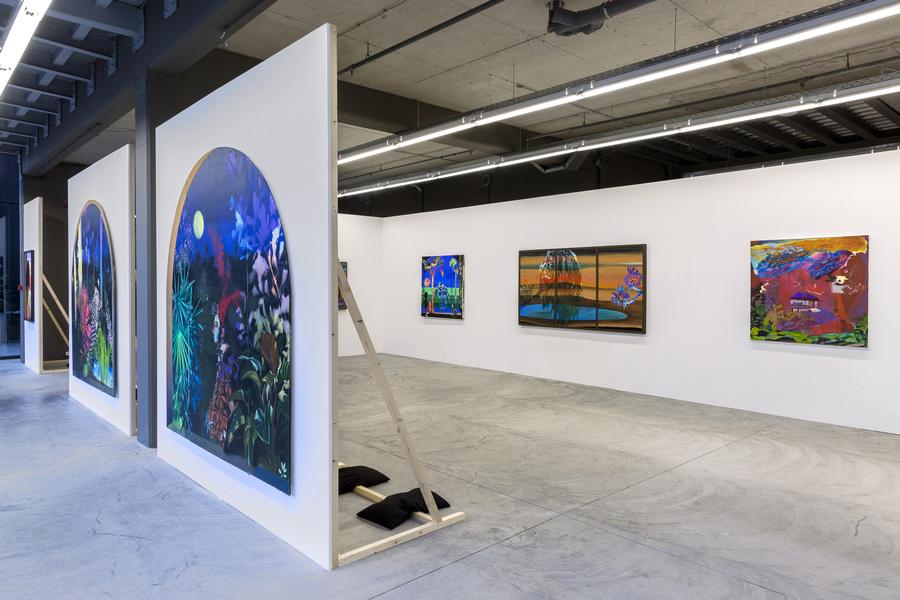 """Vista de la exposición """"Con la Madre"""", de Hulda Guzmán, en Dio Horia, Atenas, 2019. Foto cortesía de la galería"""