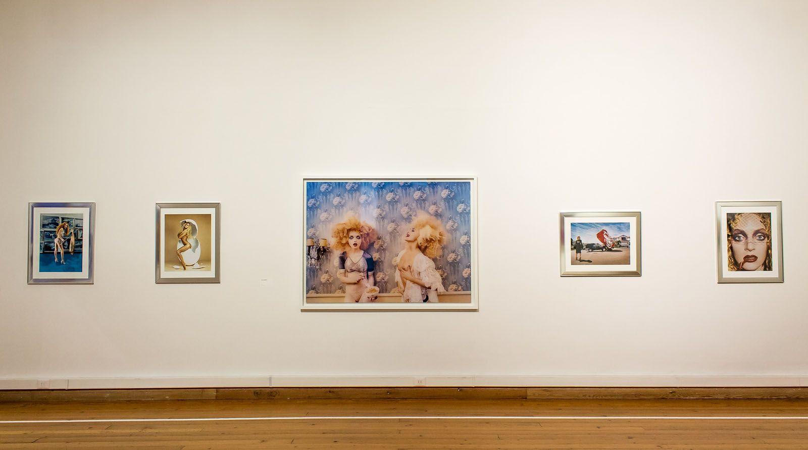 Vista de la exposición David LaChapelle. Fotografías 1983-2013, Museo de Arte Contemporáneo (MAC), Parque Forestal, Santiago de Chile, jul-sept 2015. Foto: Damaris Herrera. Cortesía: MAC