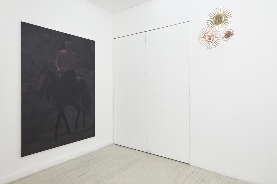 """Vista de la exposición """"Aquí no pasa nada"""", de Miguel Aguirre, en Galería del Paseo, Lima, 2019. Foto: Juan Pablo Murrugarra"""