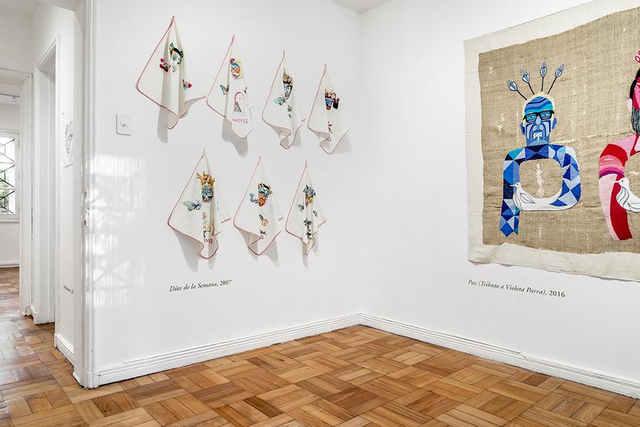 """Vista de la exposición """"Genio Doméstico"""", de Chiachio & Giannone, en la Galería Isabel Croxatto, Santiago de Chile, 2019. Foto: Sebastián González"""