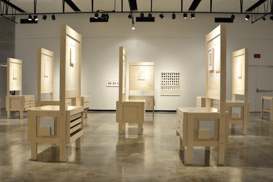 Vista de la exposición del Archivo Roberto Obregón en University Gallery, Gainesville, Florida, EEUU, 2019. Foto cortesía de UG/UF