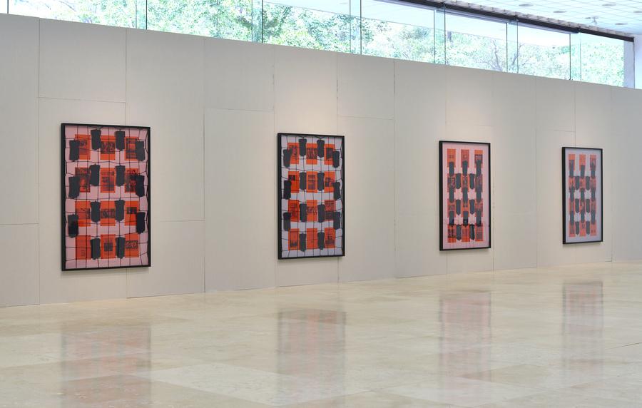 """Exposición """"El Ladrillo"""", de Patrick Hamilton, vista de la instalación en Galería Patricia Ready, Santiago de Chile, 2019."""