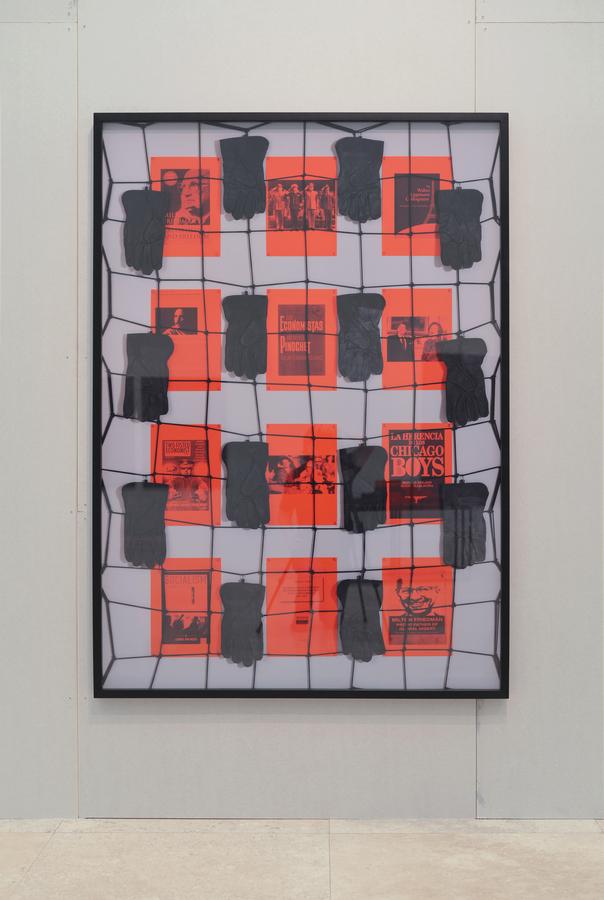 Patrick Hamilton, The Chicago Boy's Project (La mano invisible) # 1, 2019. C-print digital, marco de madera, 170 x 120 cm