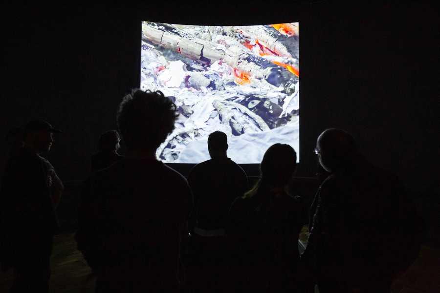 """""""Informe de lesiones"""" (2016 - 2019), de Jorge Tacla. Exposición """"El Tercer Paisaje"""" en Museo Nacional Bellas Artes, Bienal de Artes Mediales de Santiago, 2019-2020. Foto: Benjamín Matte."""
