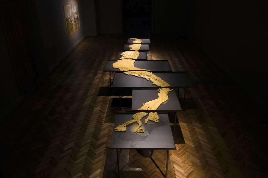 """""""Desborde"""", de Josefina Guillisasti. Exposición """"El Tercer Paisaje"""" en Museo Nacional Bellas Artes, Bienal de Artes Mediales de Santiago, 2019-2020. Foto: Benjamín Matte."""