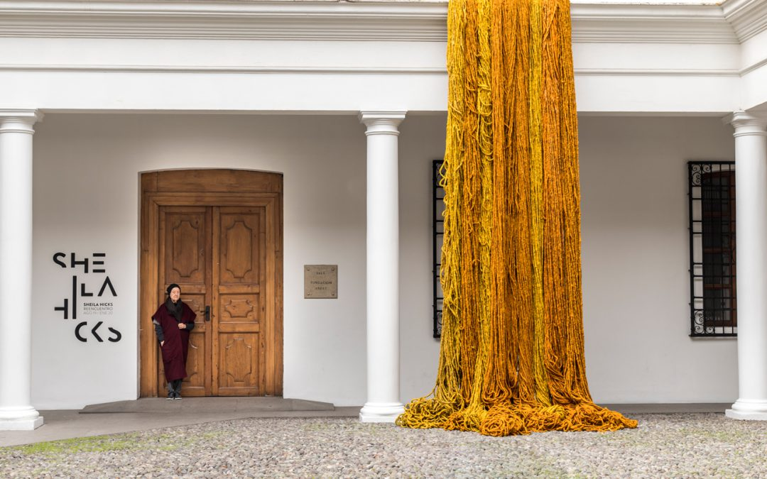 DESTEJIENDO A SHEILA HICKS