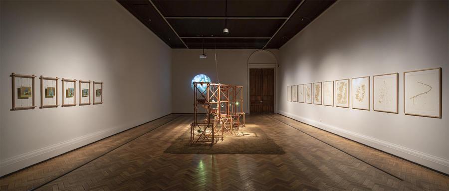 """""""Hidroscopia / Loa (Cu)"""", de Claudia González. Exposición """"El Tercer Paisaje"""" en Museo Nacional Bellas Artes, Bienal de Artes Mediales de Santiago, 2019-2020. Foto: Benjamín Matte."""