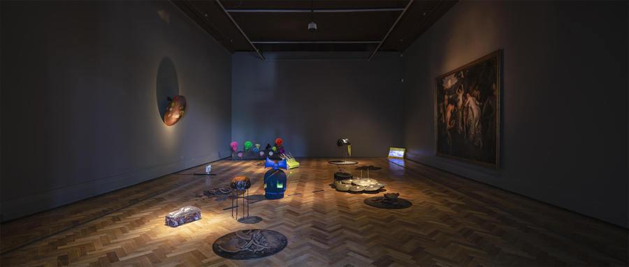 """""""Delira"""", de Nicole L'Huiller. Exposición """"El Tercer Paisaje"""" en Museo Nacional Bellas Artes, Bienal de Artes Mediales de Santiago, 2019-2020. Foto: Benjamín Matte."""
