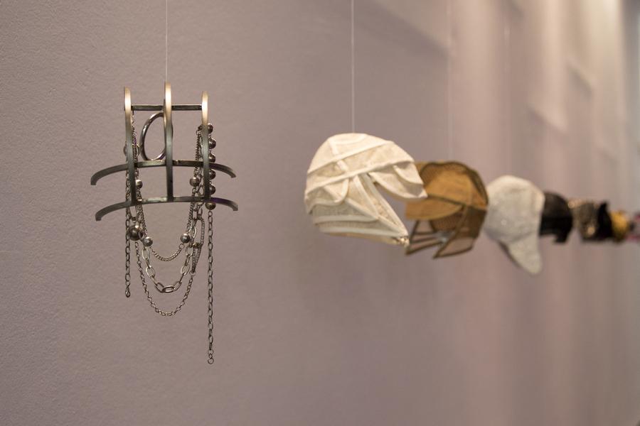 """Vista de la exposición """"Todos los conciertos, todas las noches, todo vacío"""", de Ana Laura Aláez, en el Centro de Arte Dos de Mayo (CA2M), Móstoles, Madrid, 2019-2010. Foto: Sue Ponce. Cortesía: CA2M"""