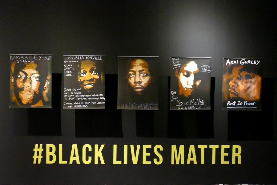 Black Lives Matter, Akai. Janisha. Kalief. Ramarley. Yvonne. Reproducciones de 5 pinturas activistas, 70 x 55 cm.