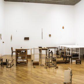 Vista de la exposición de Fernanda Gomes en la Pinacoteca de São Paulo, Brasil, 2019-2020. Foto: Romulo Fialdini. Cortesía: Pinacoteca de São Paulo.
