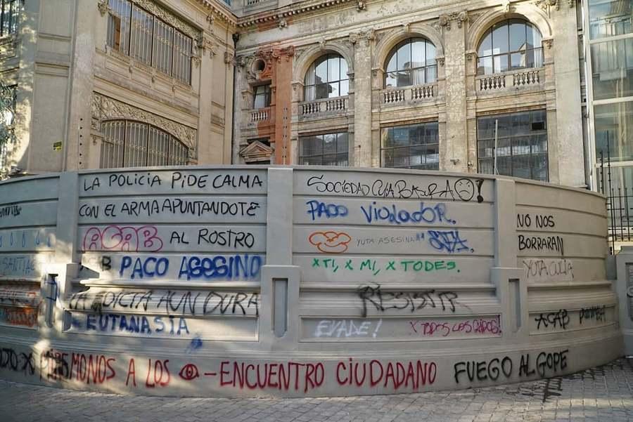 Lateral del Museo Nacional de Bellas Artes, Santiago de Chile, 27 de noviembre de 2019. Foto cortesía de Cultura Mapocho
