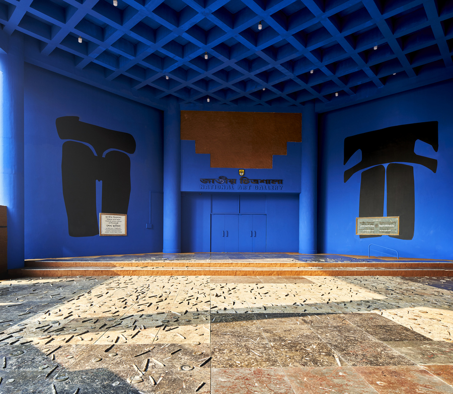 Adrián Villar Rojas, 'New Mutants', 2017-2020, Moroccan marble floor tiles encrusted with Devonian period micro Ammonite and Goniatites fossils; blue chroma key paint, plant-based pigments (indigo, sindoor, alta), gouache; sand; and coal, on aggregate rammed earth walls. Commissioned and produced by Samdani Art Foundation for DAS 2020. Courtesy of the artist, Samdani Art Foundation, Marian Goodman Gallery and kurimanzutto. Photo: Randhir Singh.
