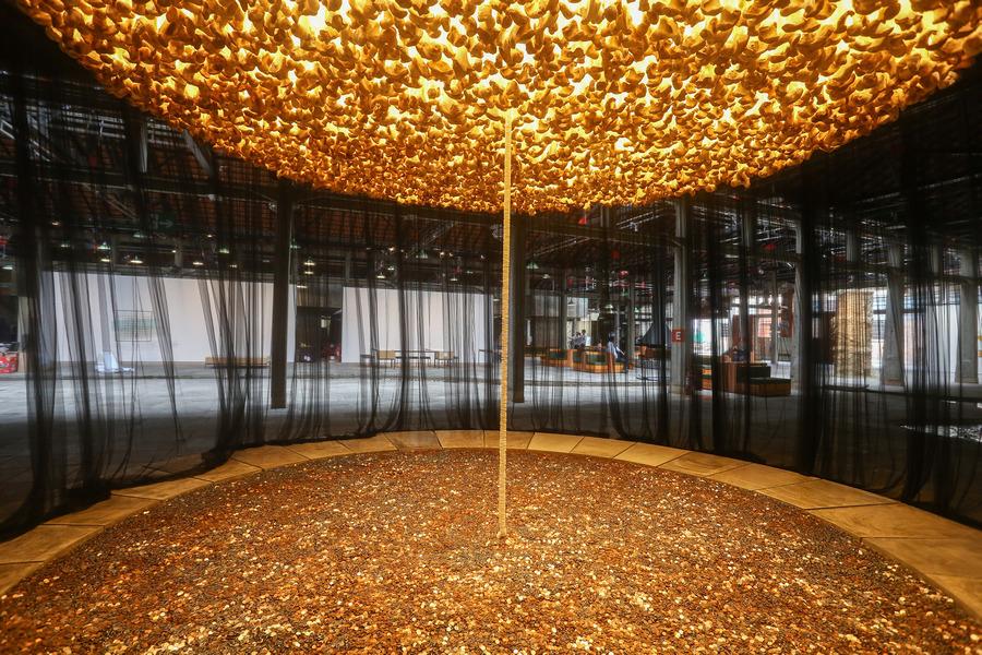 "Vista de la exposición ""Entrevendo"", de CIldo Meireles, en Sesc Pompeia, Sao Paulo, 2019-2020. Foto: Carol Mendonça"