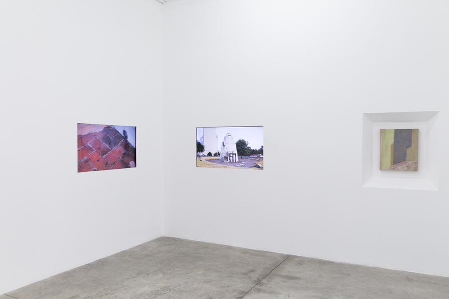 Elsa-Louise Manceaux y Balthazar Berling, Parados, sucios y rodeados, 2017-2019. Instalación de 2 pantallas, video HD. Cortesía de los artistas.