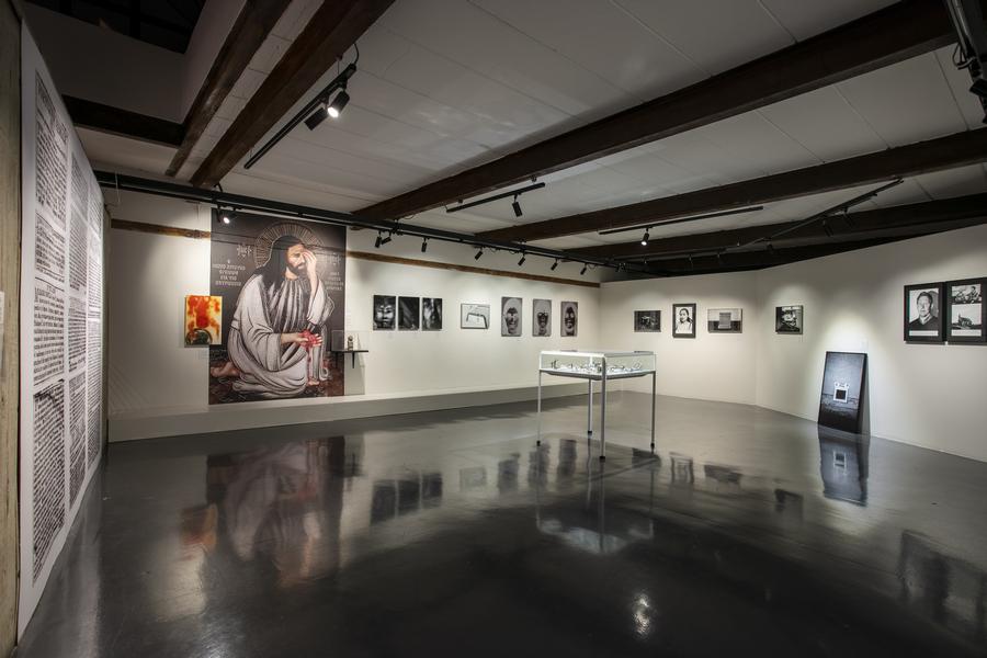 """Vista de la exposición """"On Abortion"""", de Laia Abril, en el Centro de la Imagen, Ciudad de México, 2019-2020"""