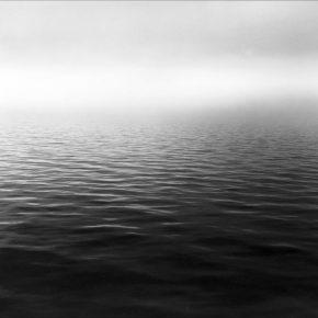 Marcos Zimmermann, Niebla, Río de la Plata, 1993, Copia en gelatina de plata de 2005 30 x 40 cm. Edición numerada. Cortesía del artista y Galería del Paseo (Punta del Este, Uruguay)