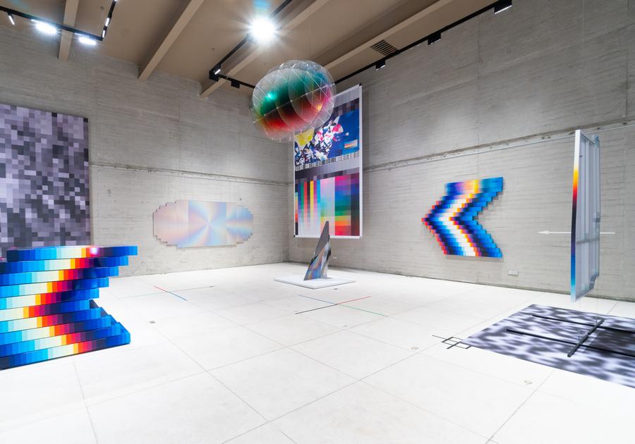 """Vista de la exposición """"Big Time Data"""", de Felipe Pantone, en RGR Galería, Ciudad de México, 2020. Foto cortesía de la galería"""
